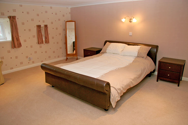 Large Kingsize Bedroom